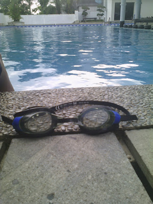 kacamata renang keren