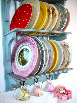 Mismatched Plate Rack Dinner Clock