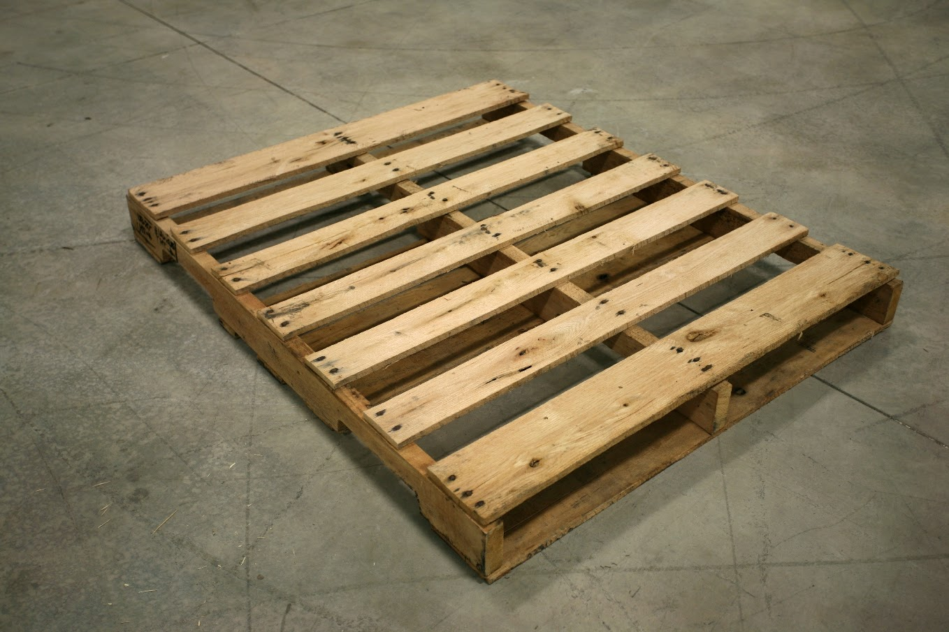Riding in carz with boyz king sized pallet bed for Pallet ideas