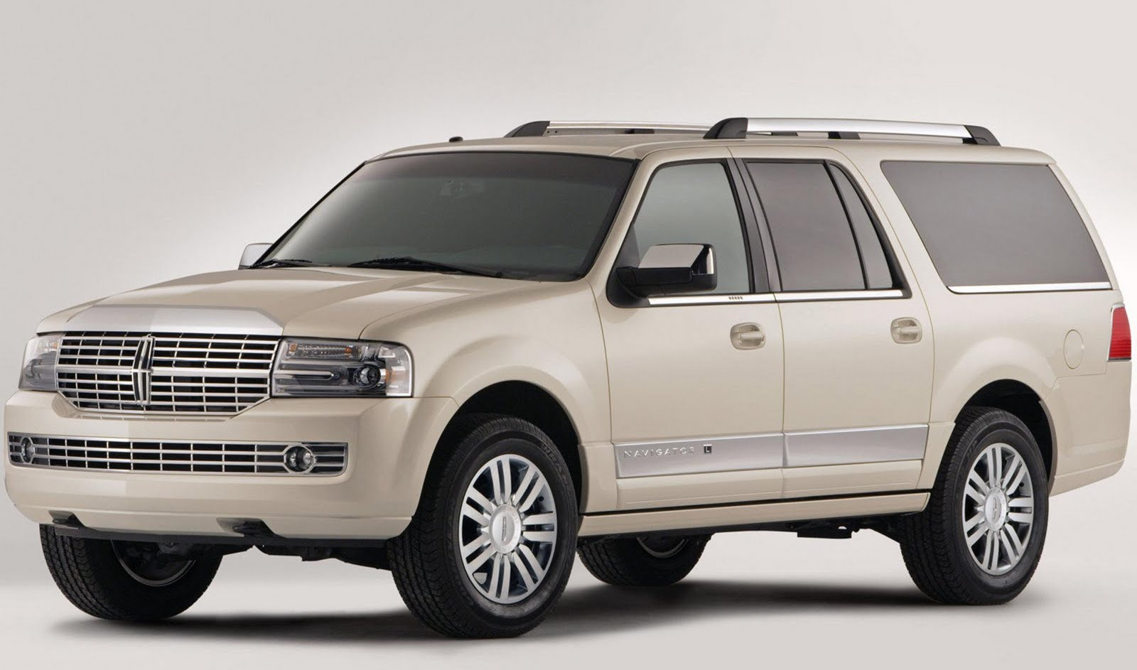According to Automotive News , the long-forgotten Lincoln Navigator is