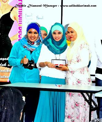 Anugerah pen sheaffer untuk pangkat double diamond manager dalam premium beautiful corset business dari stokis B32 diapit CDM Hanis dan CDM Siti Rohana