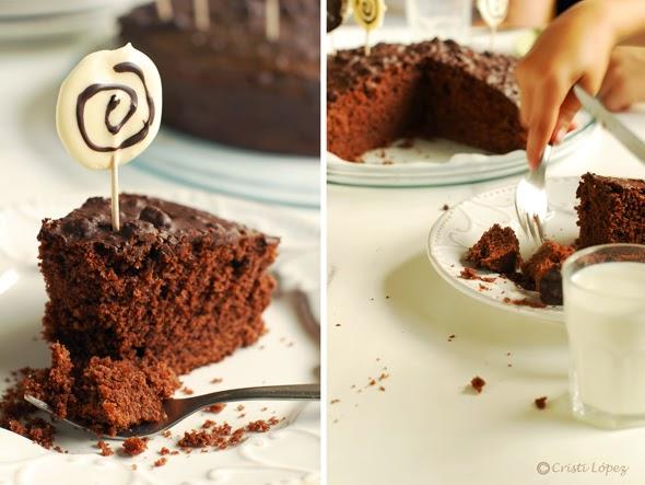 tarta de chocolate con piruletas