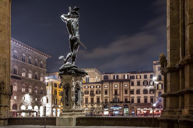 Perseo con la Cabeza de Medusa (Benvenuto Cellini) :: Canon EOS5D MkIII | ISO100 | Canon 17-40@35mm | f/9 | 30s (tripod)