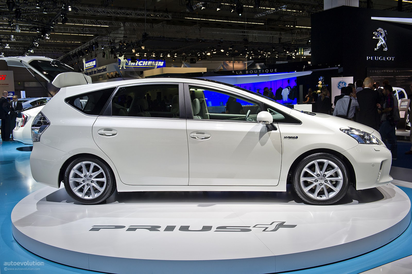 Prius Plug In Hybrid And Seven Seat For 2017