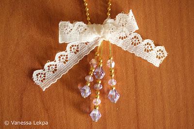 bijoux avec noeud en dentelle de Calais