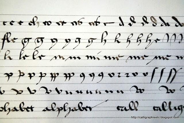 Une cursive gothique ensuite on sentrane calligraphier les lettres thecheapjerseys Choice Image