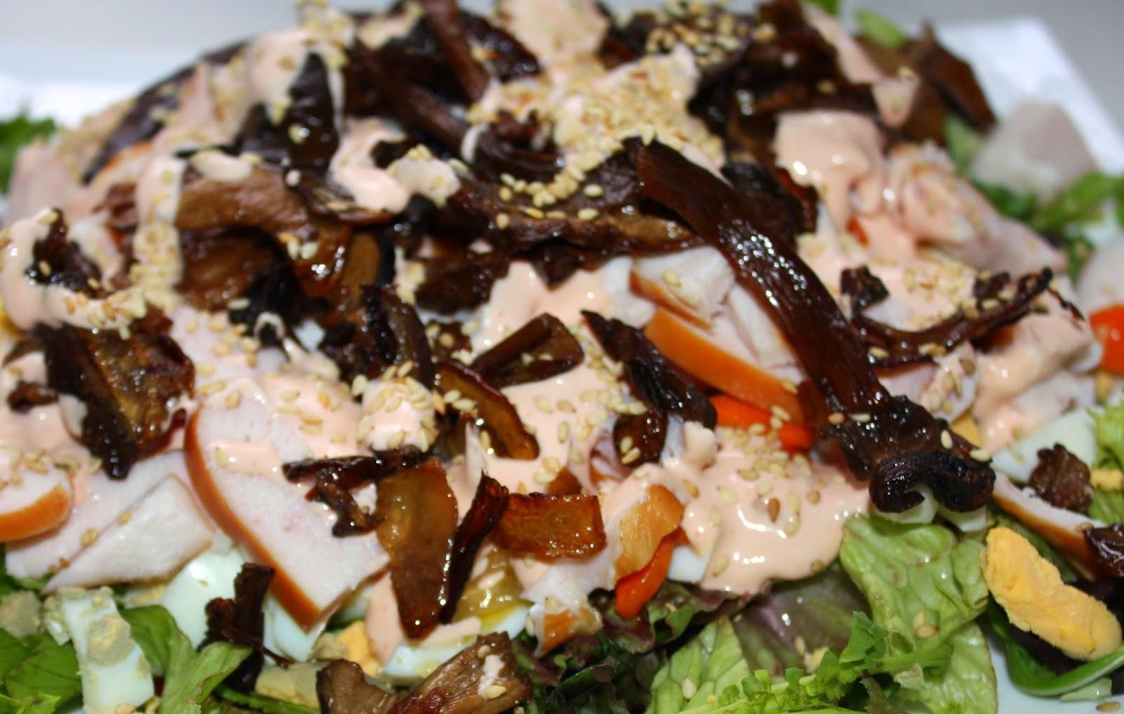 Салат с копчёным окорочком и грибами рецепт