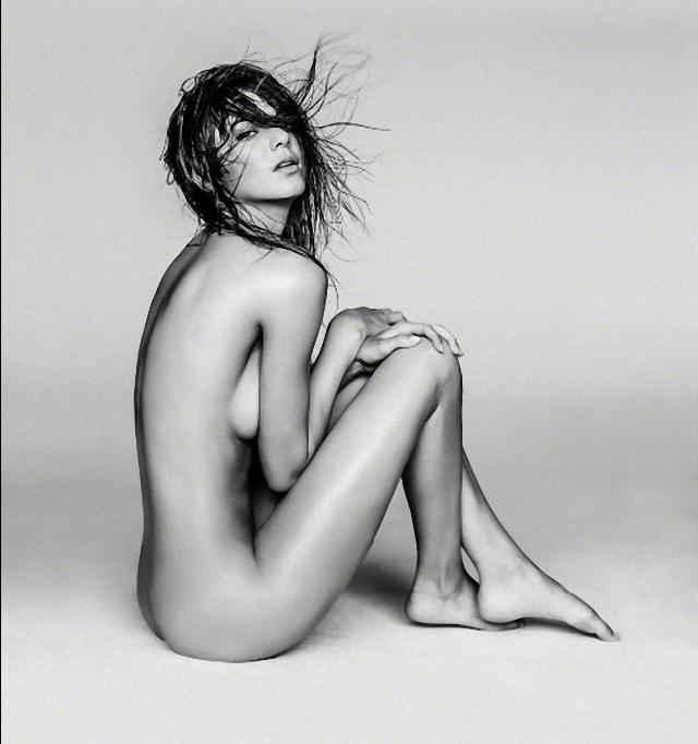Kendall Jenner desnuda