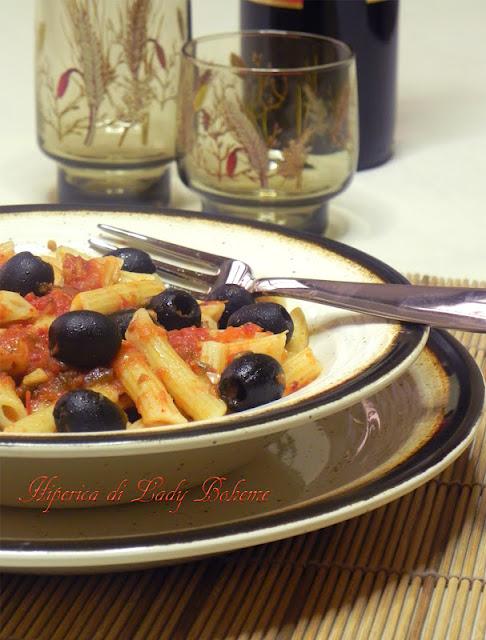 hiperica_lady_boheme_blog_di_cucina_ricette_gustose_facili_veloci_penne_all%27_arrabbiata