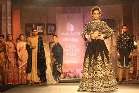 Anju Modi with showstopper Kangana Ranaut at India Couture Week 2014 on day 2