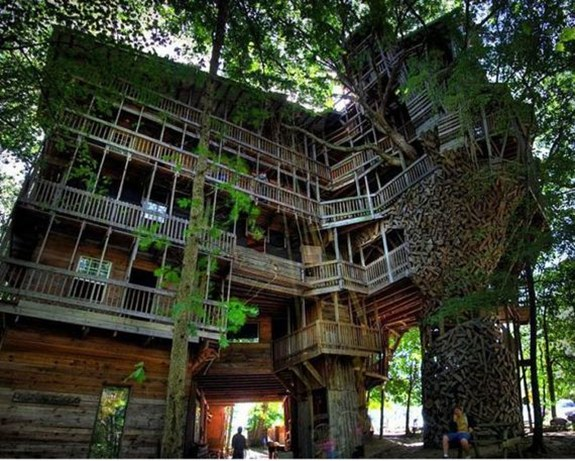 Minister's Treehouse — Crossville, Tennessee, USA