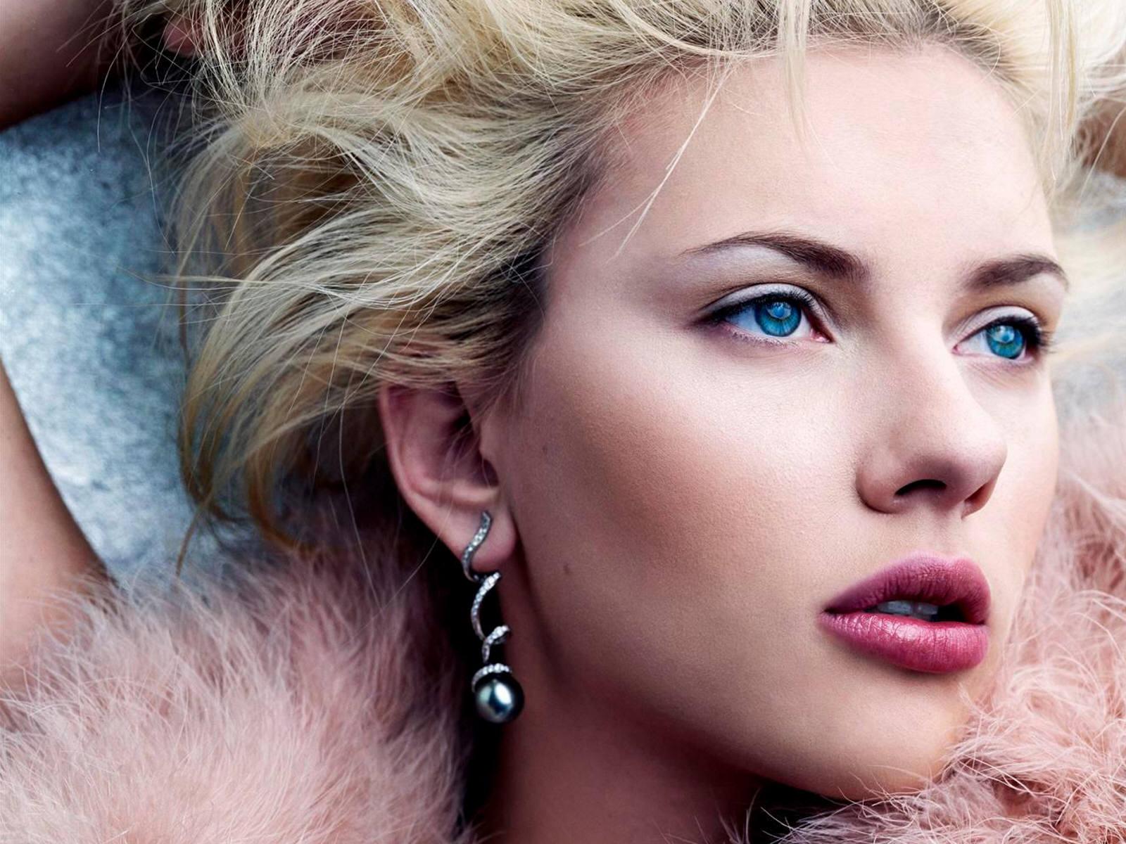 http://1.bp.blogspot.com/-xf0omPwzHP4/Tr1IdypmlII/AAAAAAAAJGE/AGLr1pYA_lA/s1600/Scarlett_Johansson_Desktop_Wallpapers_blue_eyes.jpg