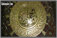 ornamen pintu utama masjid