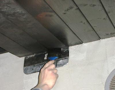 Malowanie podbitki bez brudzenia ściany