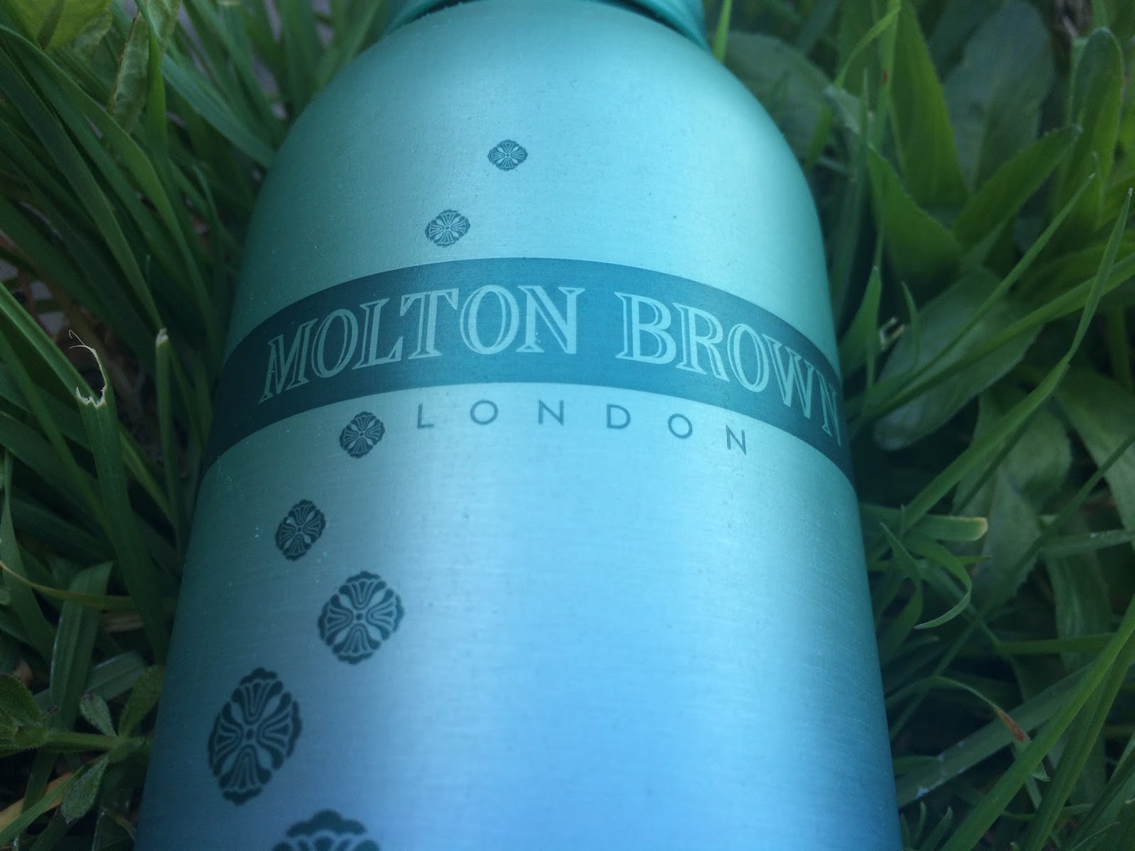 Molton Brown Seamoss Stress-relieving Hydrosoak
