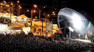 Público vibra com o show de música gospel de Fernandinho
