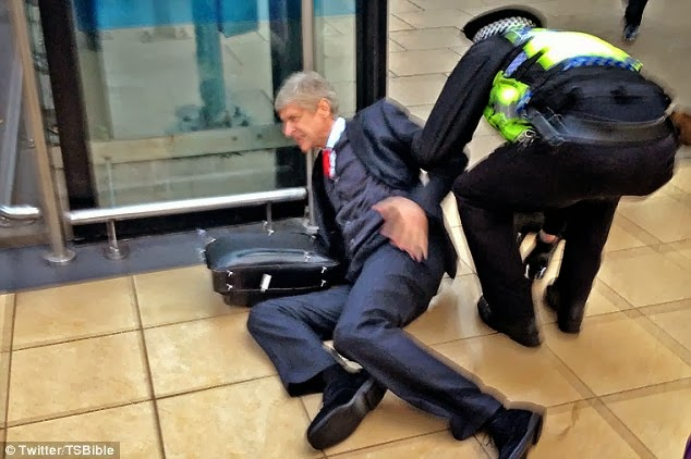 Arsene Wenger slips and falls down