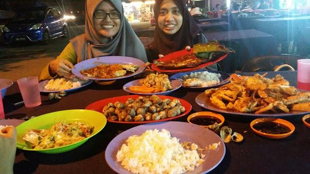 Makan Seafood di Haji Musa Medan Ikan Bakar Segar Melaka