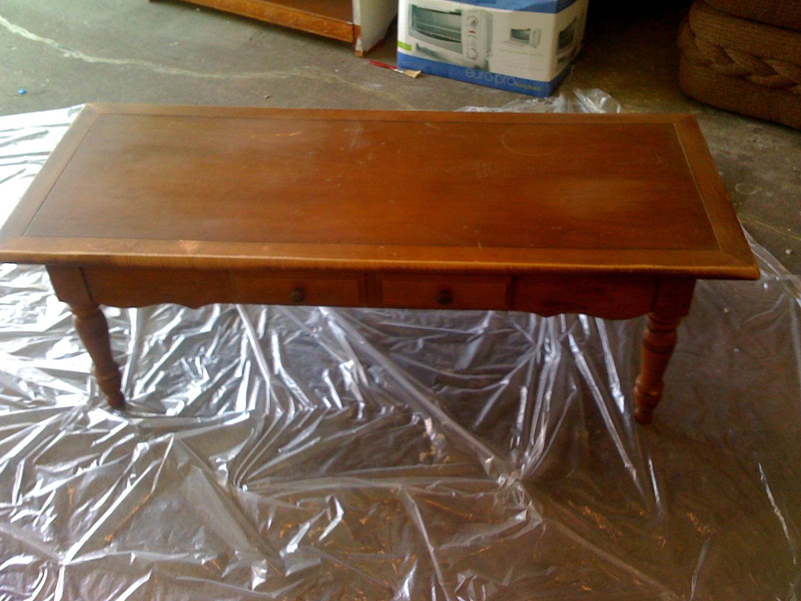http://1.bp.blogspot.com/-xg0V2JNftDo/Twj81tz0fCI/AAAAAAAAADU/3WhTLHuGk74/s1600/coffeetable-before.jpg