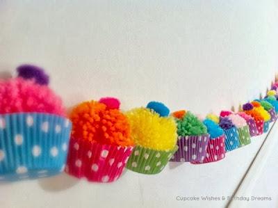 Γιρλάντα cupcakes με φουντίτσες