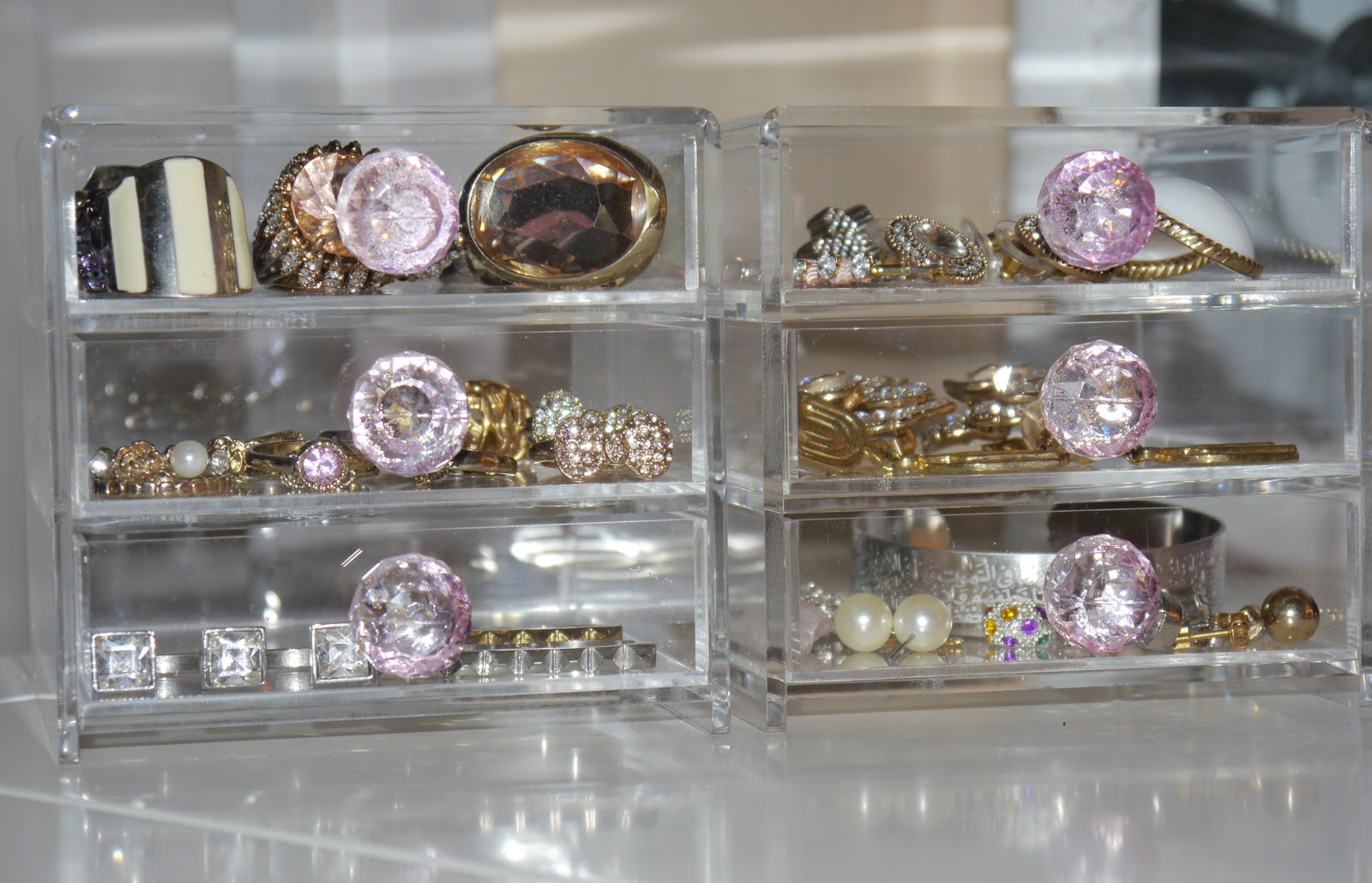 Cute Jewelry Storage Idea! Clear Acrylic Box