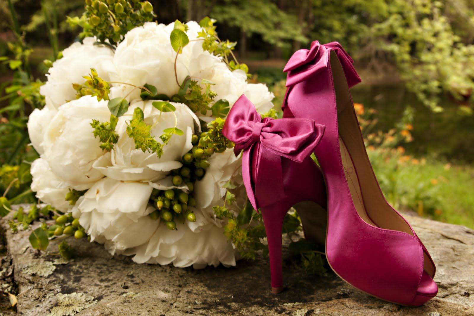 Peonies Wedding Flowers White Peonies Brides Bouquet Looks Fabulous