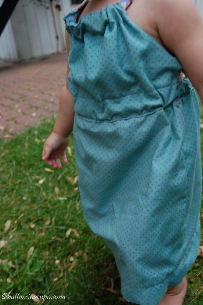 je suis un peu tard pour montrer une robe d ete mais mieux vaux tard que jamais quand j ai vu cette robe je suis tombee en amour avec le modele