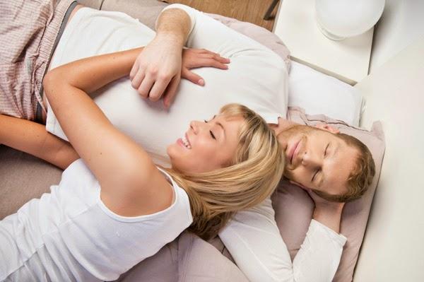 Isteri Harus Tidur Berbantalkan Lengan Suami