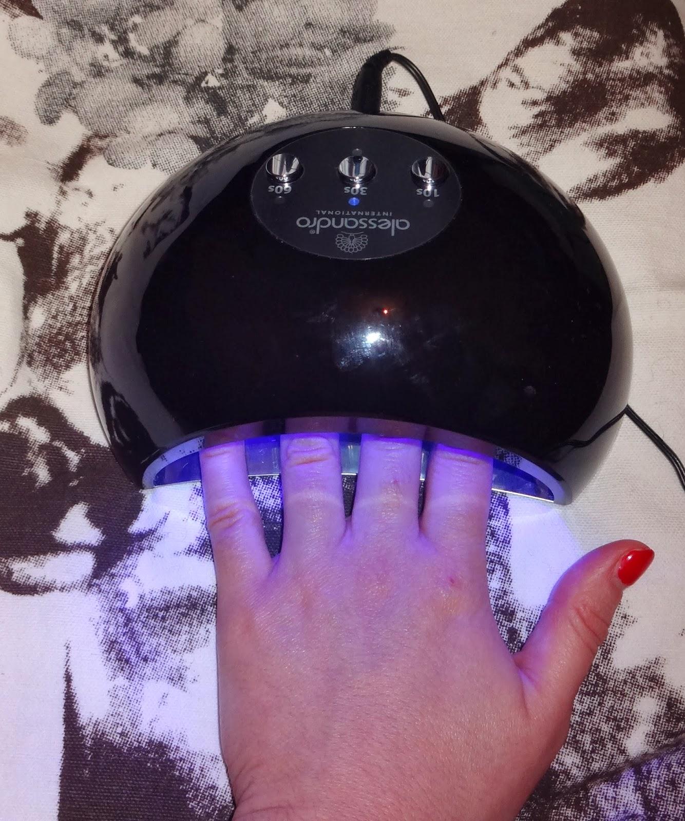 Journal d 39 une beauty paresseuse j ai test striplac d - A quoi sert une lampe uv pour les ongles ...