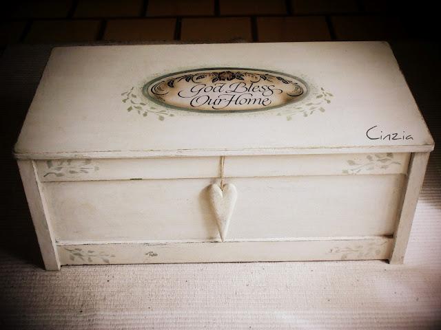 La scatola della creativit di cinzia aprile 2012 for Cassapanca online