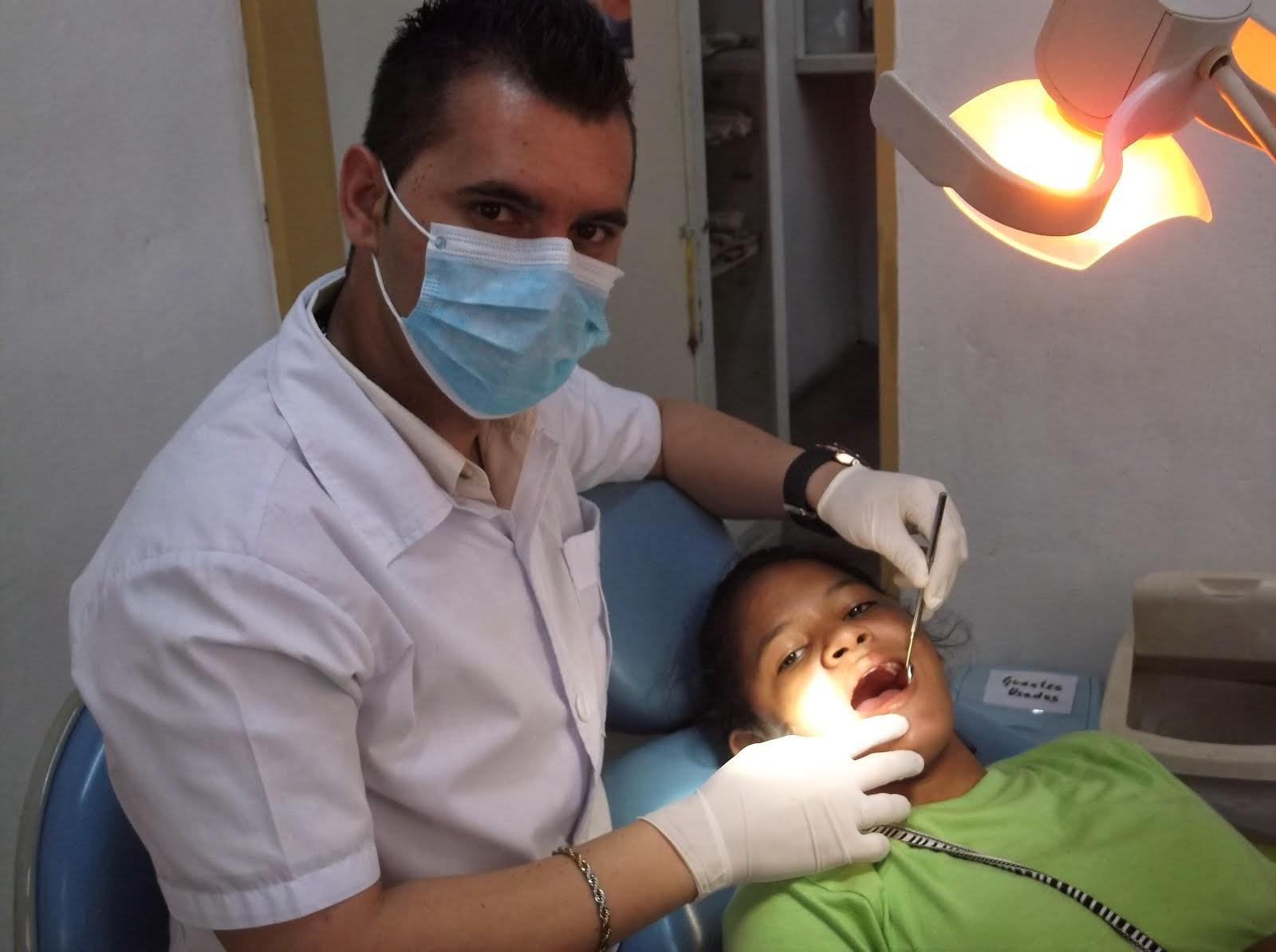 Médicos de Barrio Adentro Odontologico.
