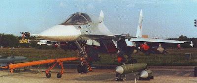 В первый прототип Т-10В-1 был перестроен Су-27УБ, самолет сохранил штатные для Су-27 одноколесные основные опоры шасси.