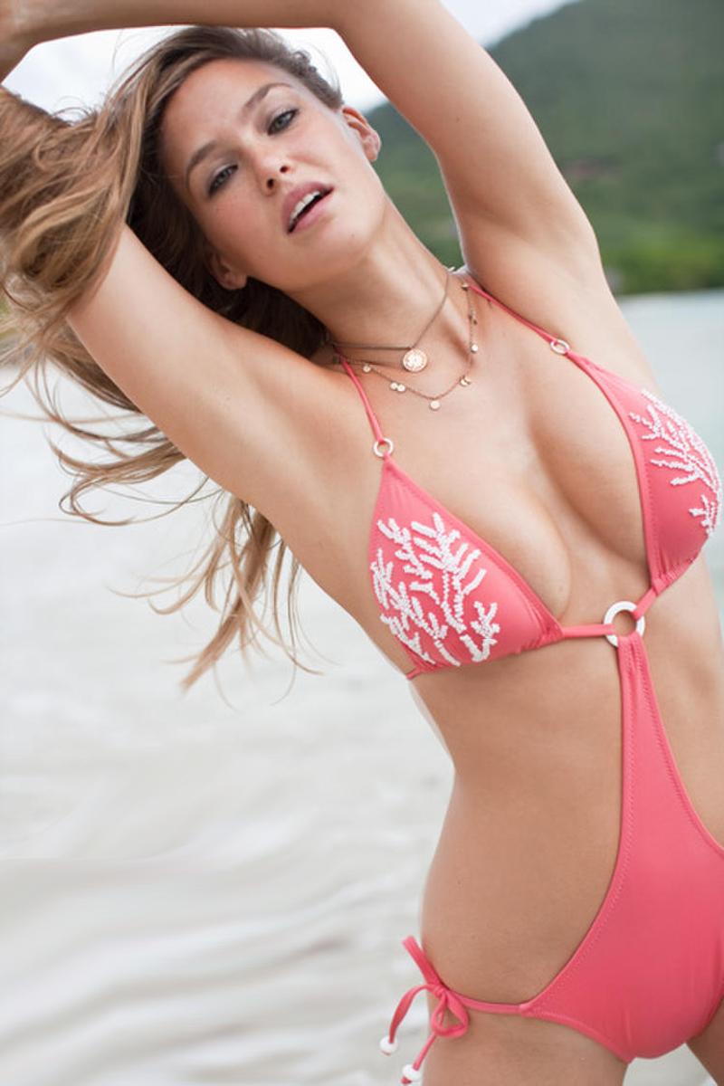 Hot Girl Bikini Model 4 lesbian hentai online flash games