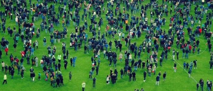 شاب مُسلم تصدى لرجل يحمل حزامًا ناسفًا وأنقذ 80 ألفًا من جماهير ملعب فرنسا