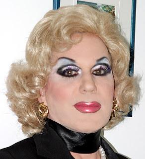 Bod. wearing heavy eye makeup fetish geil! the