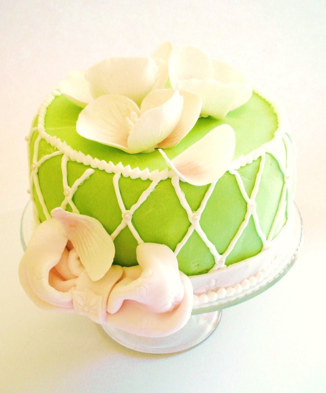 Gaston Le Gourmet: Magnolia Birthday Cake