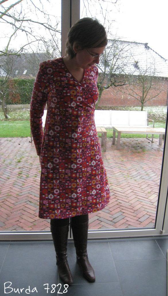 Burda 7828 van retro tricot met lange mouw