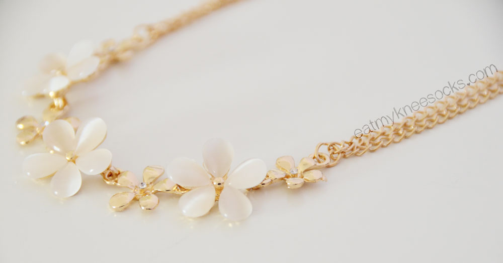 Flirty and feminine, Born Pretty Store's golden flower necklace adds a delicate touch to any ensemble.
