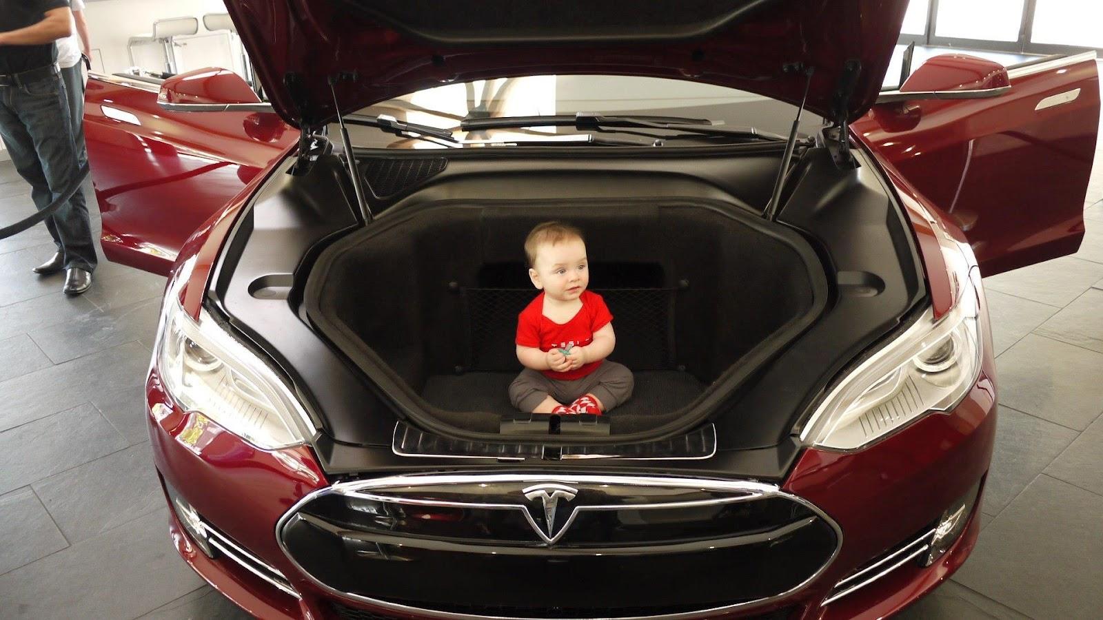 Smartwheels 2013 Tesla Model S All Electric Luxury Sedan