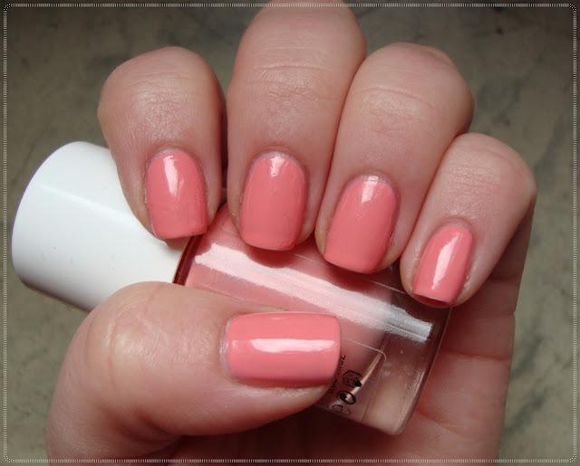 pastelno breskvasti lak za nokte