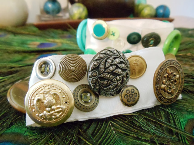 UPCYCLED BUTTONS, DIY BUTTON BRACELET, RECYCLED CUFFS, CUFF BRACELET,