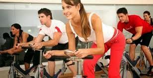 При тренировке в медленном темпе хорошо тренируются ягодицы, бедра и икры. Занятие длиться 25-30 минут