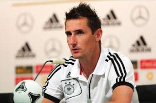 Klose sería el nuevo delantero del Barcelona
