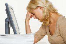 trabalhadora estressada cansada