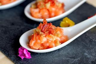 Aperitiu de salmó amb cansalada ibèrica i regalèssia