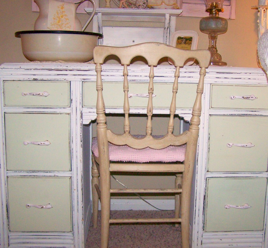 Painting Wood Furniture Shabby Chic http://shabbychictreasures.blogspot.com/2011/04/painted-white-dresser-makeover.html