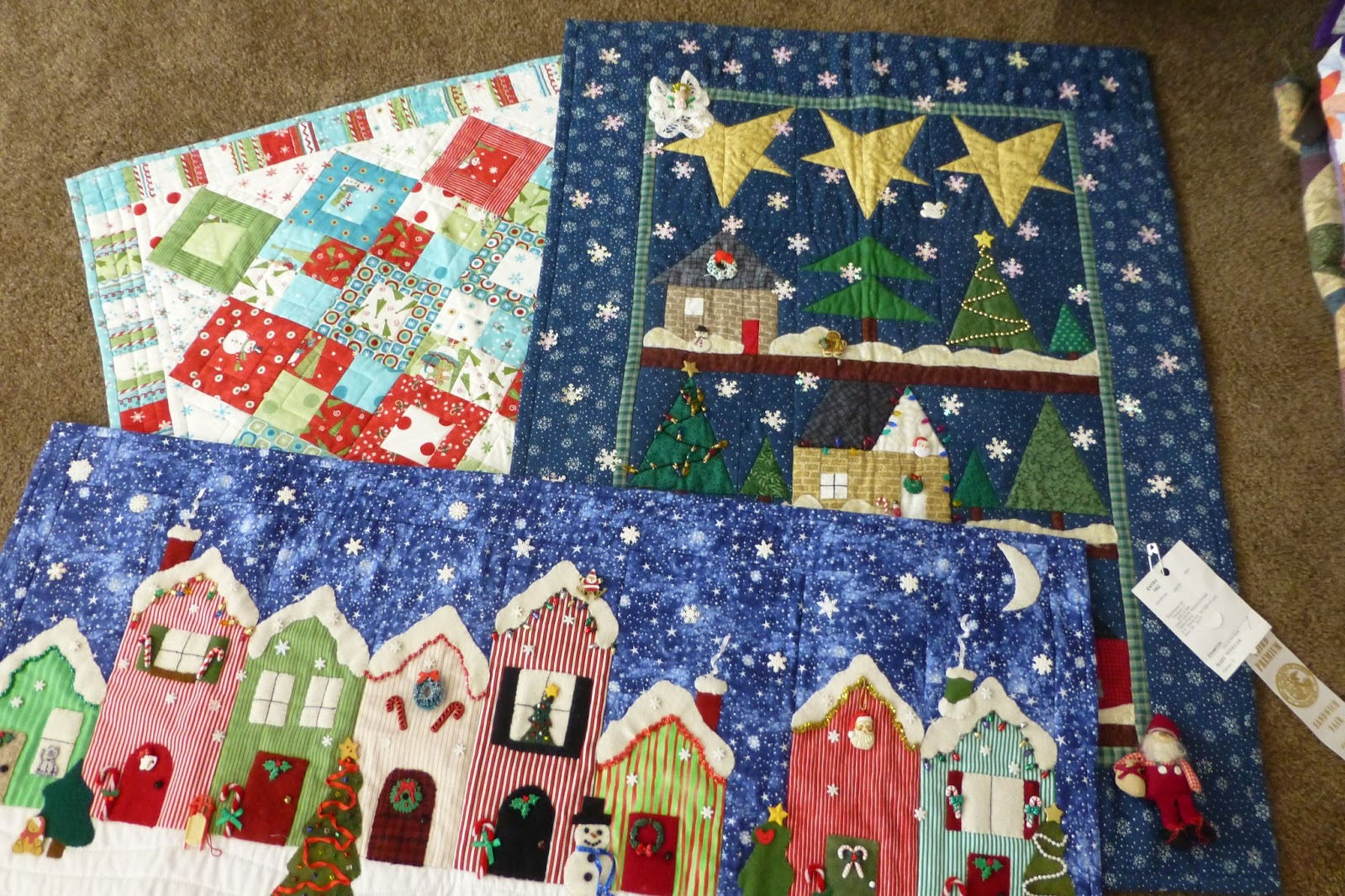 Pinterest Quilting Table Runners : christmas houses table runner Quilting Pinterest