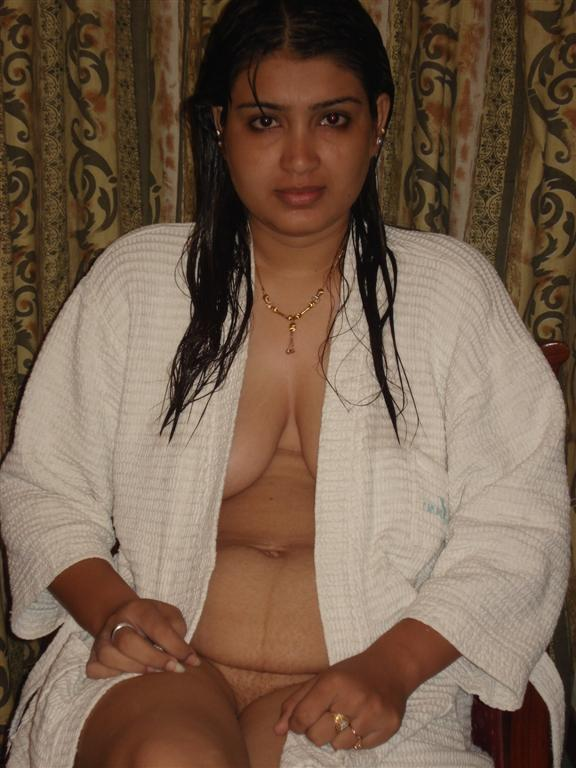 South Indian Beautiful Aunty Boobs show