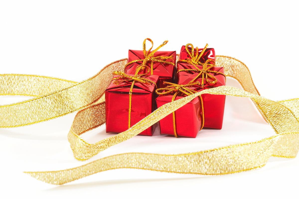 http://1.bp.blogspot.com/-xkqq6rxXp3I/UEbmj_DasqI/AAAAAAAAA_M/Rd945bxTke8/s1600/bigstockpsupero-Christmas-Presents-wallpaper.jpg