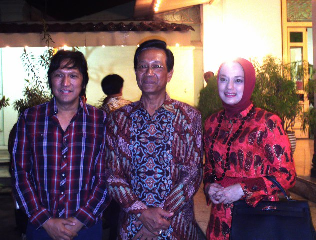 Drs. Ikang Fawzi, MBA, Sri Sultan Hamengku Buwono 10,  Marissa Haque, Ikatan UGM, 2011